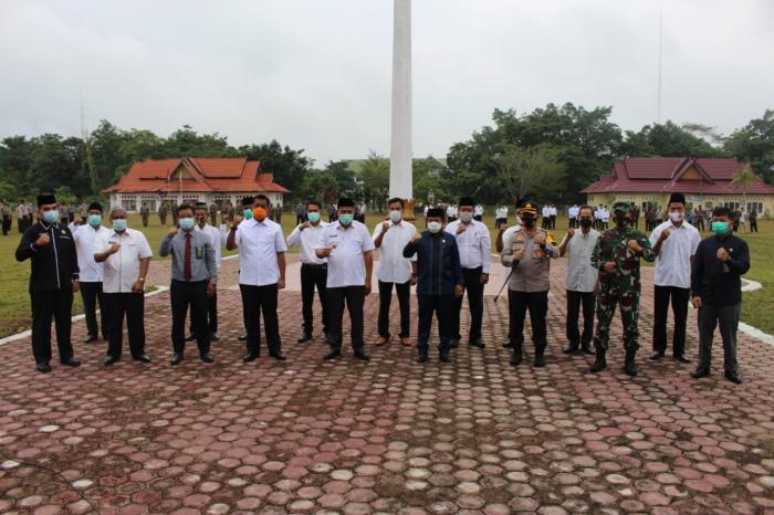 Kakan Kemenag Sarolangun Menghadiri Acara Deklarasi/ Penandatanganan Pernyataan Pilkades Damai dalam Rangka Pemilihan Kepala Desa Serentak Gelombang III Tahun 2021 Kabupaten Sarolangun.